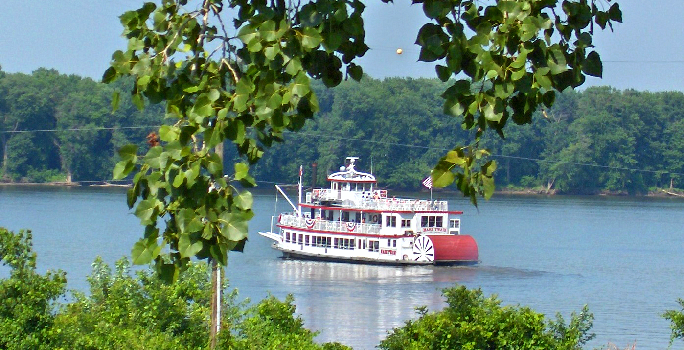Enjoy a Mississippi River sightseeing tour
