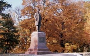 MarkTwain Statue 448x279